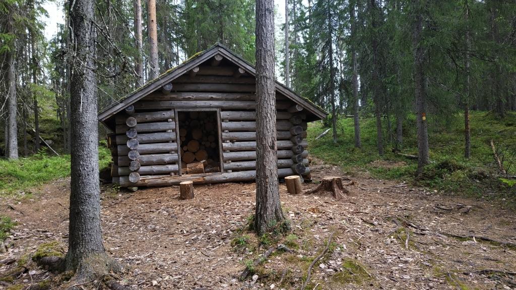cabaña de madera en finlandia