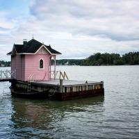 sauna finlandesa en el lago